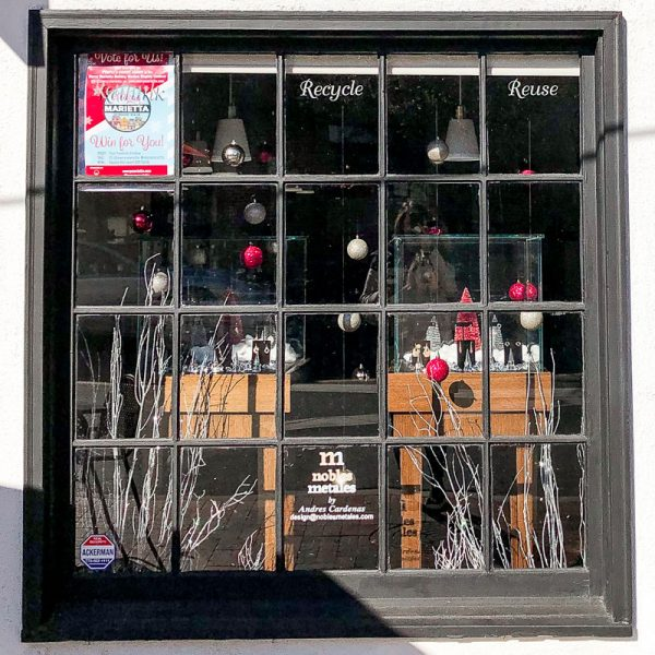 Nobles Metales | Merry Marietta Window Walk Contestant